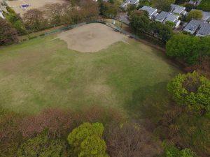 野球場と美しい芝生広場