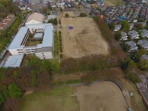 手代木中学校に隣接する公園です。