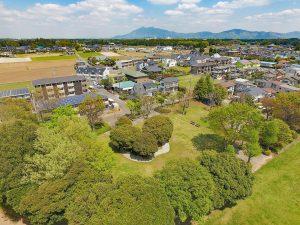 筑波山と白い雲と緑の木々。気持ちいいですね。