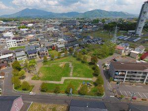 NTTの鉄塔と筑波山。