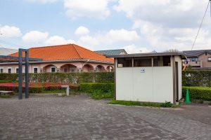 南欧風のオレンジの屋根と石畳がよく合います。