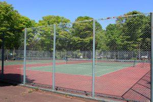 全天候型テニスコートは2面あります。