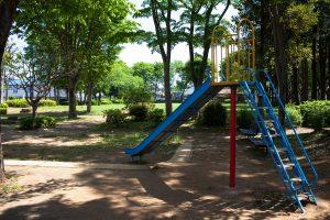 木陰の中なので、小さなお子さんも安心して遊ばせられますね。