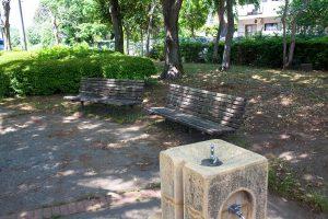 散歩の途中木陰のベンチでちょっと一息も気持ちよいです。